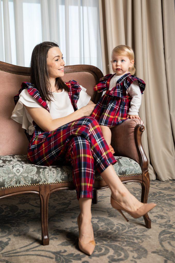 Set pantaloni si fusta cu bretele mama-fiica